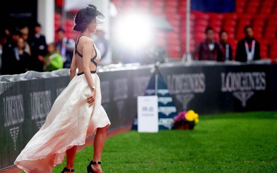林志玲裸背现身鸟巢北京国际马术大师赛