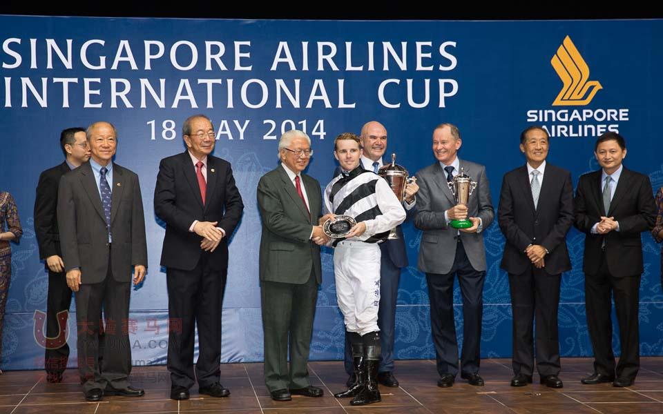 """香港赛马""""花月春风""""勇夺新加坡国际赛马节新航国际杯冠军"""