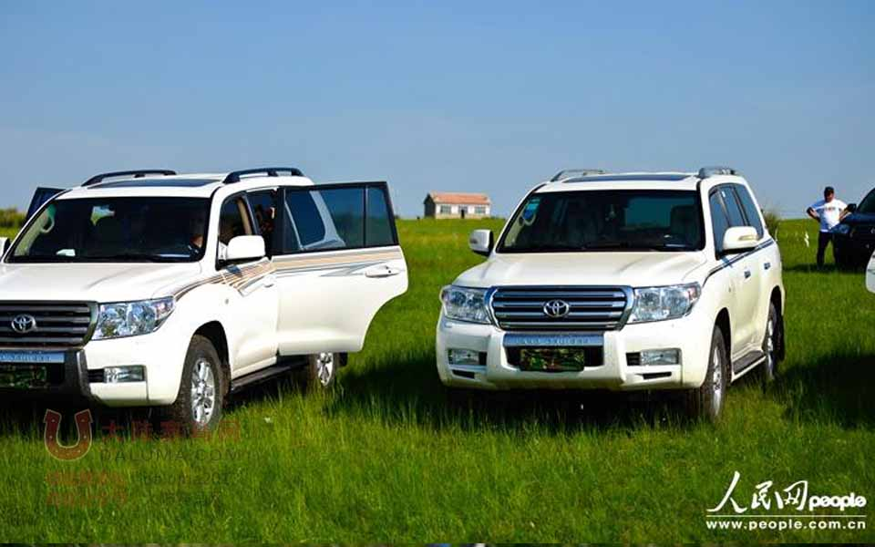 内蒙古领导驾豪车集体遮挡车牌出游拍马(组图)