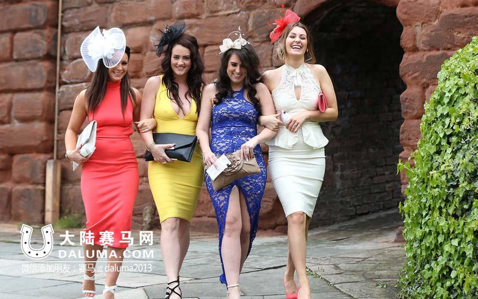 名媛贵妇齐聚英国切斯特赛马会 性感礼服吸睛